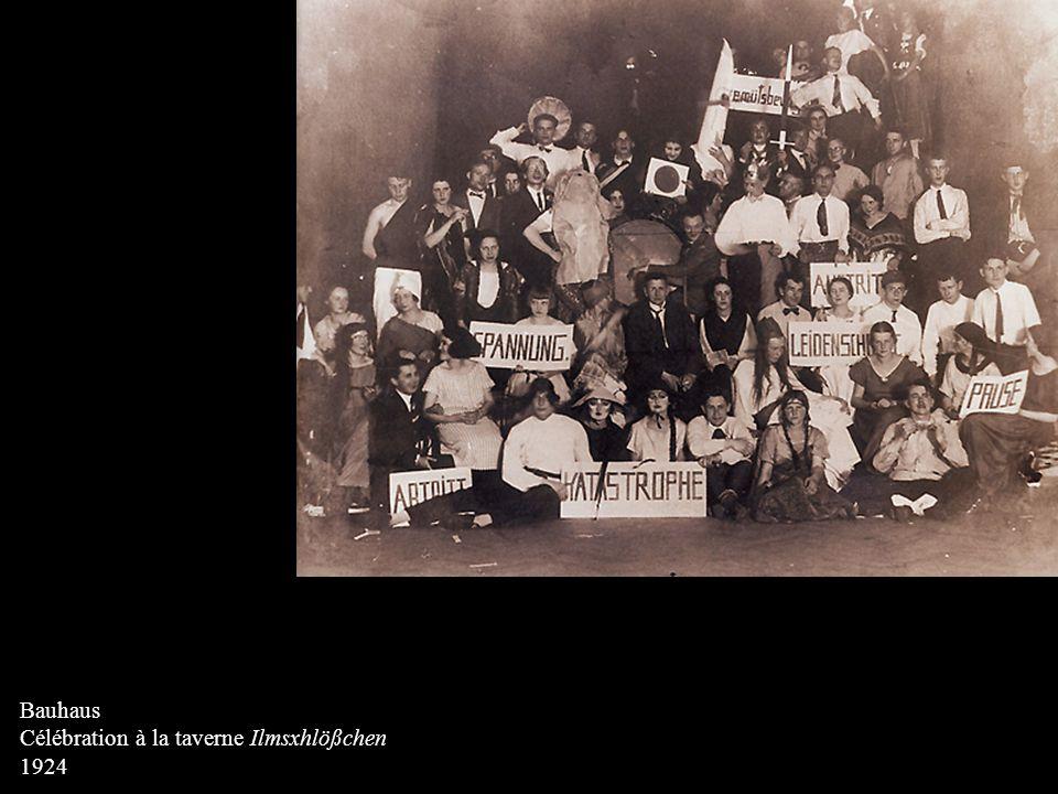 DETERMANN, Walter Projet pour l'ensemble d'habitations du Bauhaus Plan général, échelle 1 : 1000 1920 Peinture opaque sur papier calque 66 x 50 cm Kunstsammlungen zu Weimar Projet marqué par l'expressionnisme d'après guerre.