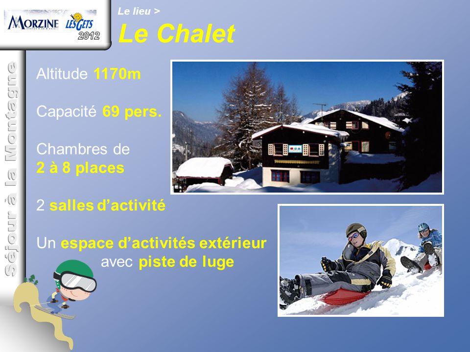 Le lieu > Le Chalet Altitude 1170m Capacité 69 pers. Chambres de 2 à 8 places 2 salles d'activité Un espace d'activités extérieur avec piste de luge