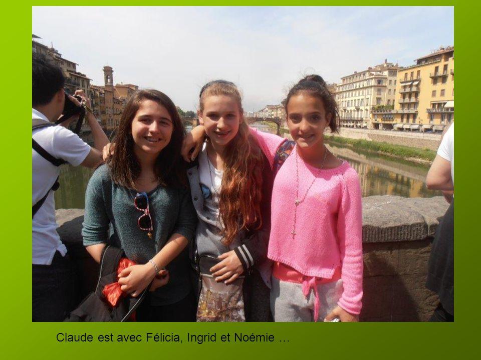 Il est 13h30. Pendant la commande des pizzas, certains attendent assis … d'autres vont voir le Ponte Vecchio, par petits groupes, à cause de la foule