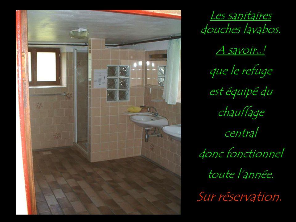 La cuisine au gaz...entièrement équipée..! Réfrigérateur, ustensile de cuisine, couverts etc...! Un congélateur à votre disposition pour les longs séj