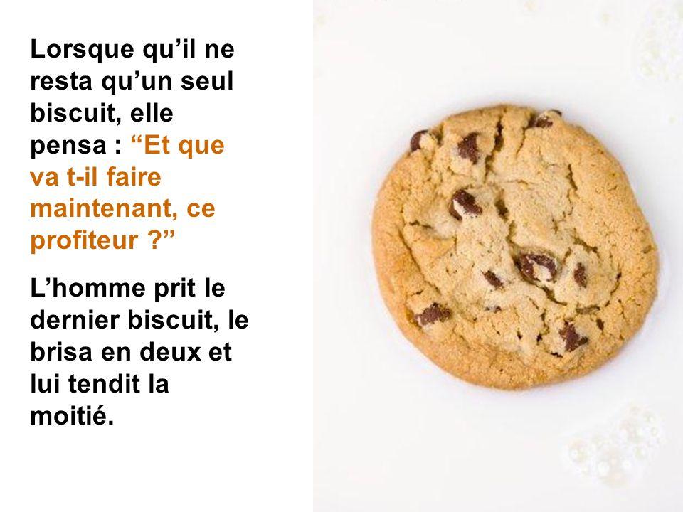 À chaque biscuit qu'elle prenait, l'homme en prenait un aussi.