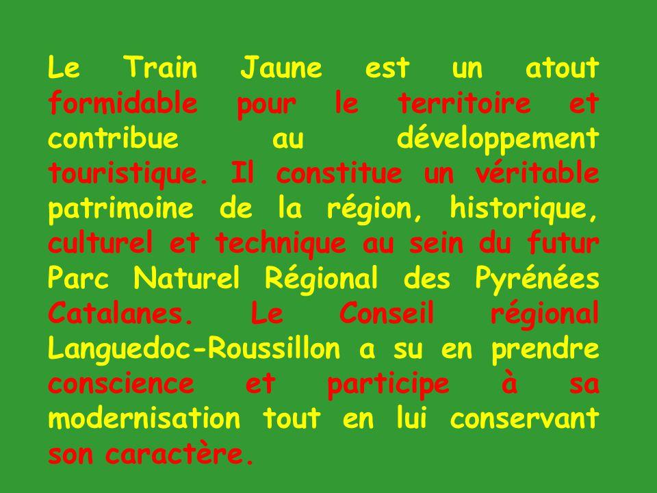 LE PETIT TRAIN JAUNE Le petit train jaune, presque centenaire, a fait peau neuve il y a quelques années.