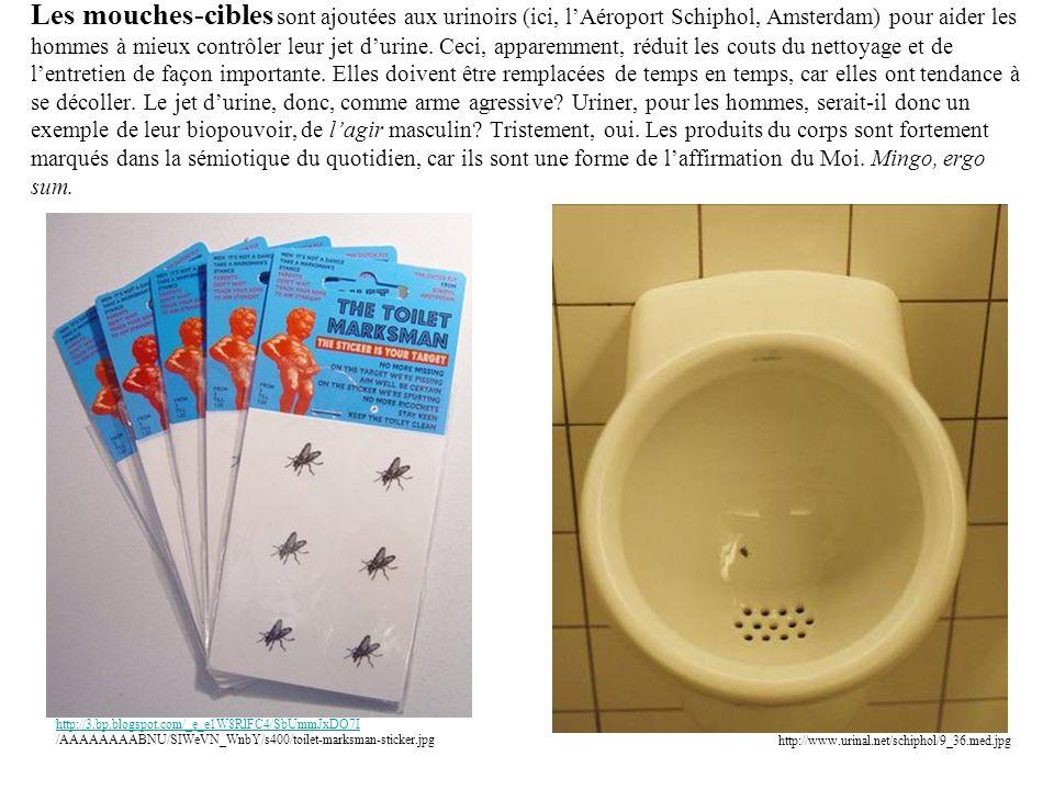 Les mouches-cibles sont ajoutées aux urinoirs (ici, l'Aéroport Schiphol, Amsterdam) pour aider les hommes à mieux contrôler leur jet d'urine.