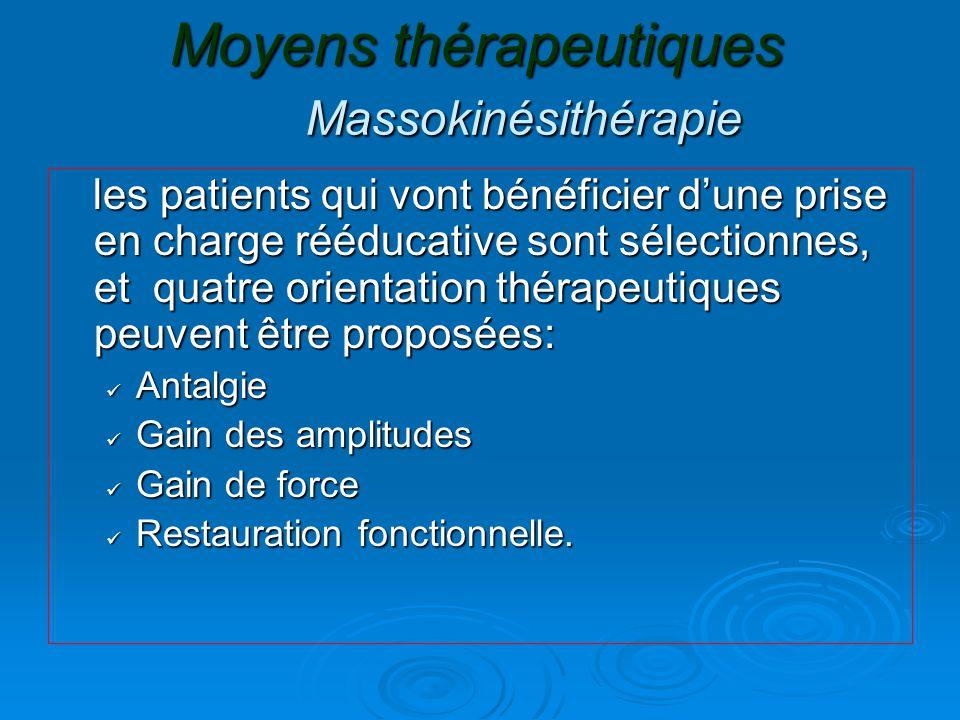 Moyens thérapeutiques Massokinésithérapie les patients qui vont bénéficier d'une prise en charge rééducative sont sélectionnes, et quatre orientation