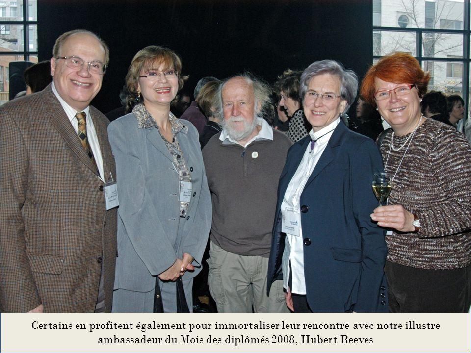 Certains en profitent également pour immortaliser leur rencontre avec notre illustre ambassadeur du Mois des diplômés 2008, Hubert Reeves