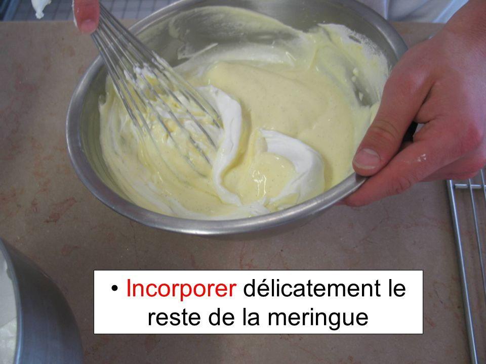 Incorporer délicatement le reste de la meringue