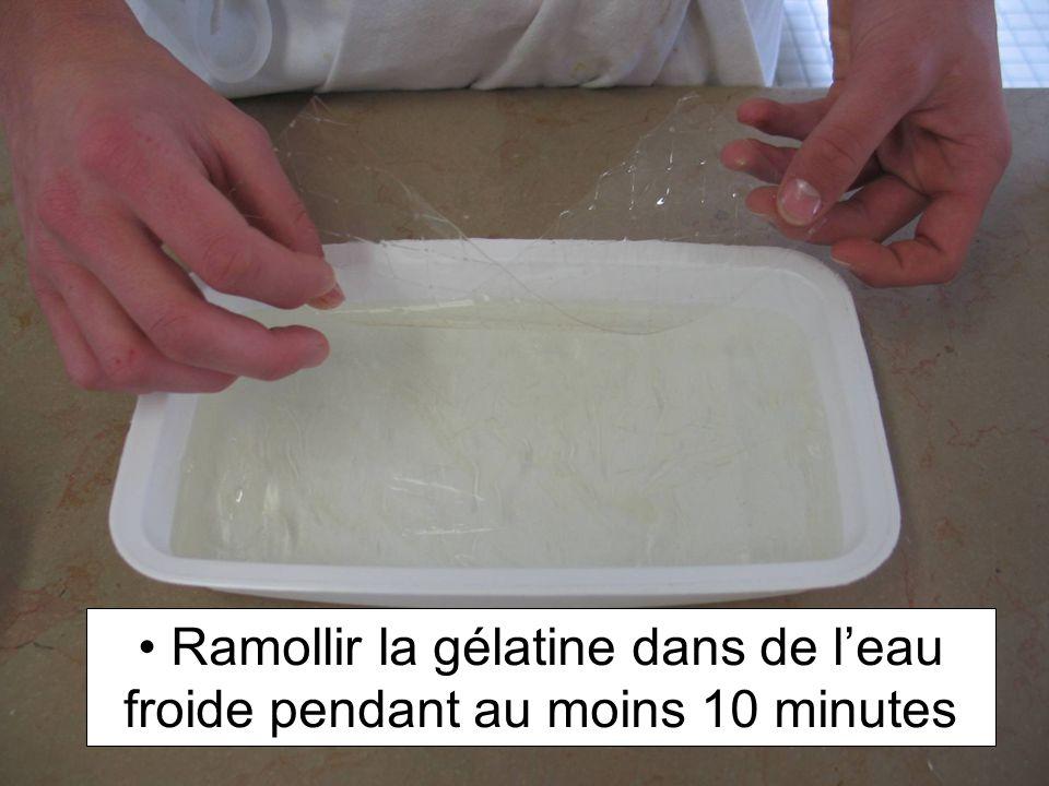 Ramollir la gélatine dans de l'eau froide pendant au moins 10 minutes