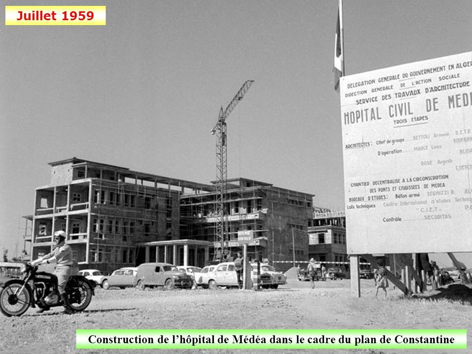 Juillet 1959 Construction d'immeubles à Alger, dans le cadre du plan de Constantine
