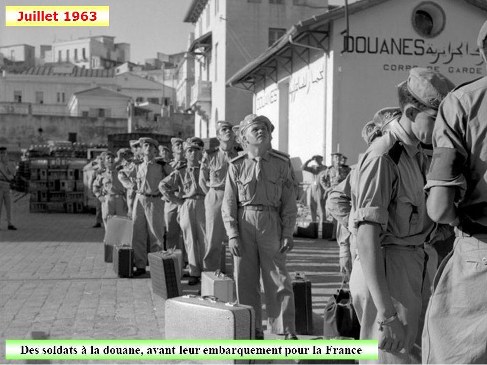 Novembre 1962 Bône: départ de réfugiés harkis pour la France