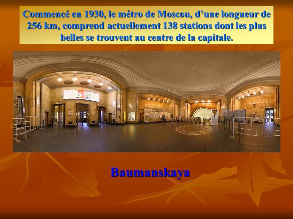 Stations de métro de Moscou Le métro moscovite mérite à lui seul une visite particulière… appréciez l'architecture….