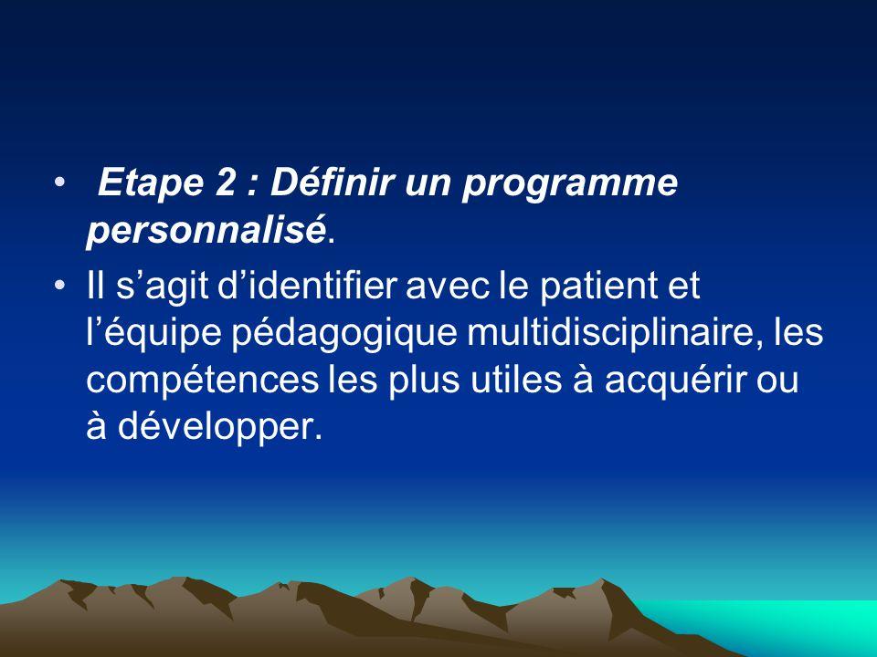 Etape 2 : Définir un programme personnalisé. Il s'agit d'identifier avec le patient et l'équipe pédagogique multidisciplinaire, les compétences les pl