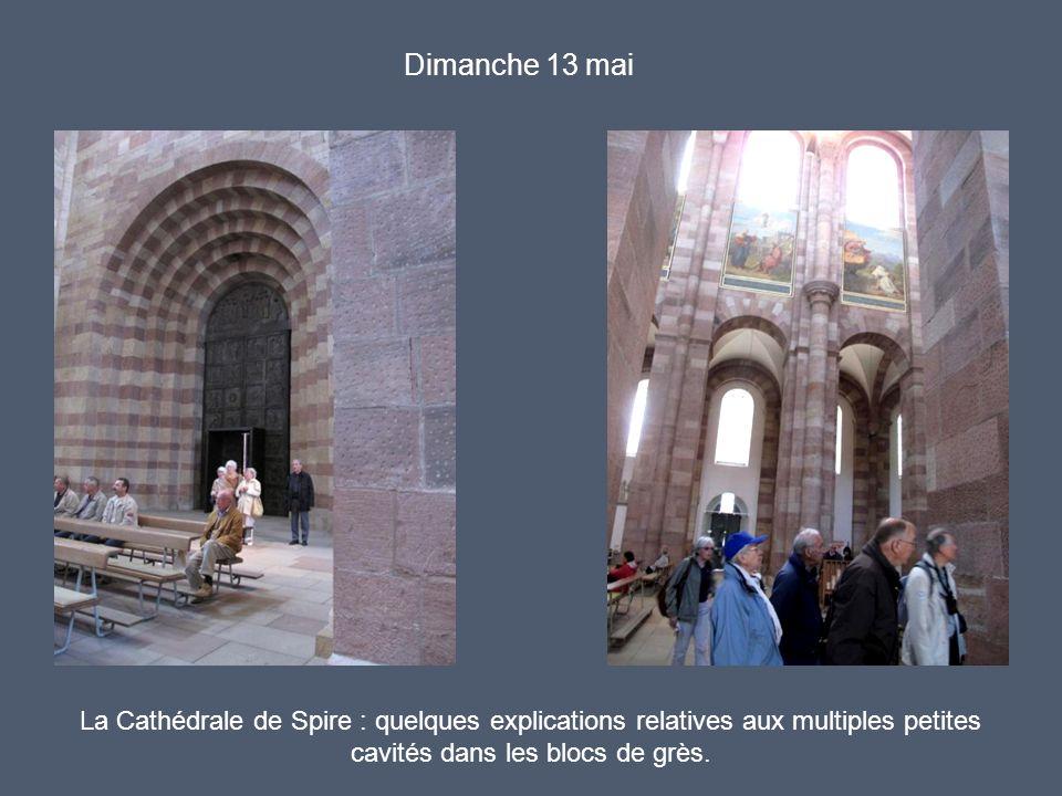 Dimanche 13 mai La Cathédrale de Spire : quelques explications relatives aux multiples petites cavités dans les blocs de grès.