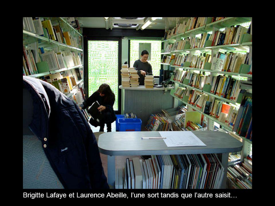 Brigitte Lafaye et Laurence Abeille, l'une sort tandis que l'autre saisit…