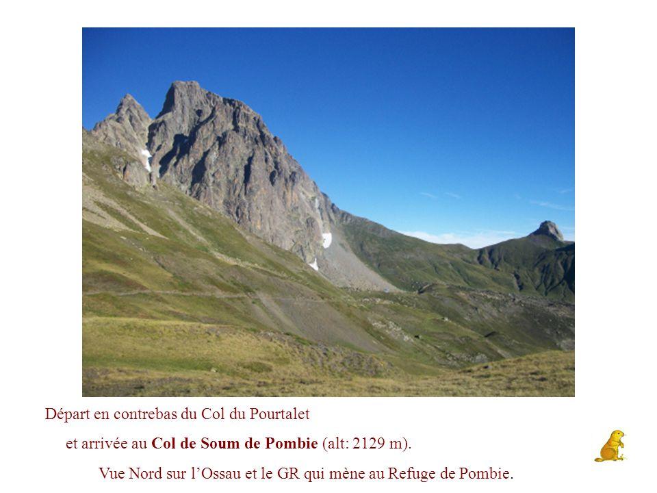 ..en descendant du Pic Peyreget par sa crête face Ouest vers le Col de l'Iou Vu sur la droite en contrebas, le Lac de Peyreget On devine les 3 Lacs de Bious Artigues au loin et le Col d'Ayous (au fond à droite)