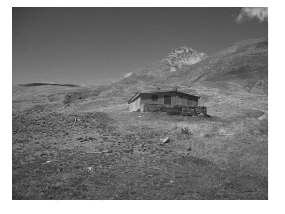 Cabane de Senexou Un dernier regard vers Peyreget, avant de redescendre dans la Vallée….