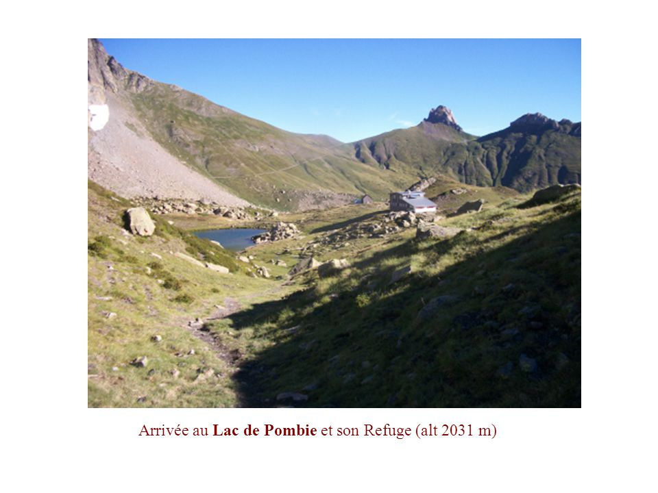 En montant plein Ouest vers le Col de Peyreget. Vue sur les Lac et Refuge de Pombie