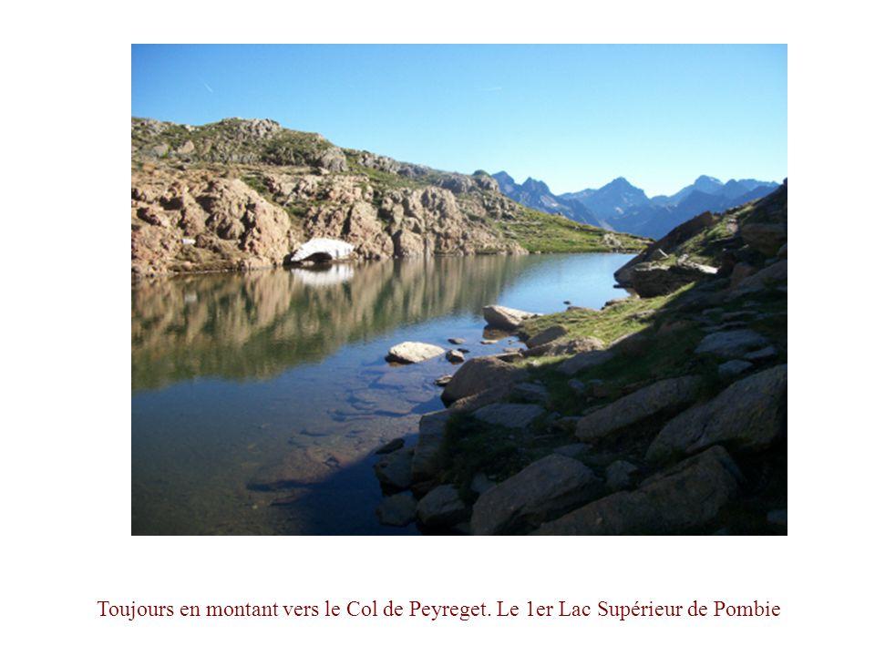 Toujours en montant vers le Col de Peyreget. Le 1er Lac Supérieur de Pombie