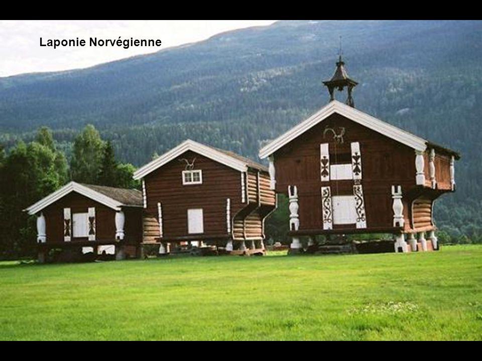 Les habitations du pays sont majoritairement conçues en bois.