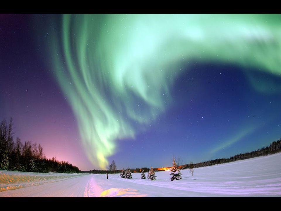 En Laponie, les aurores boréales sont observables environ 200 jours par an, par temps clair, idéalement entre septembre et avril. Elles sont le résult