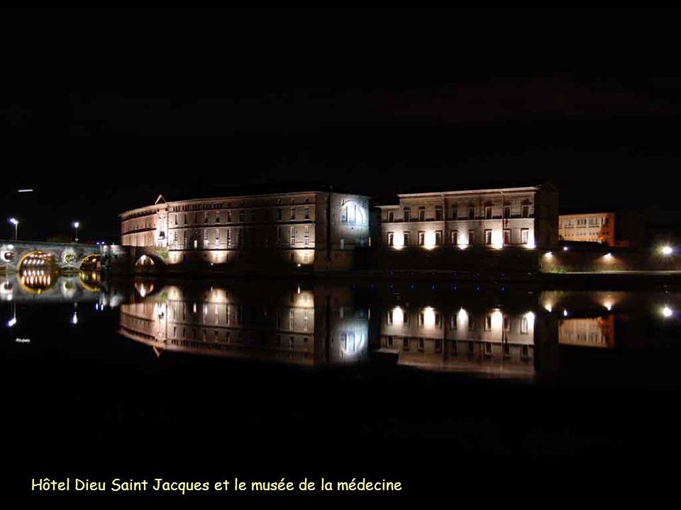 Hôtel Dieu Saint Jacques et le musée de la médecine
