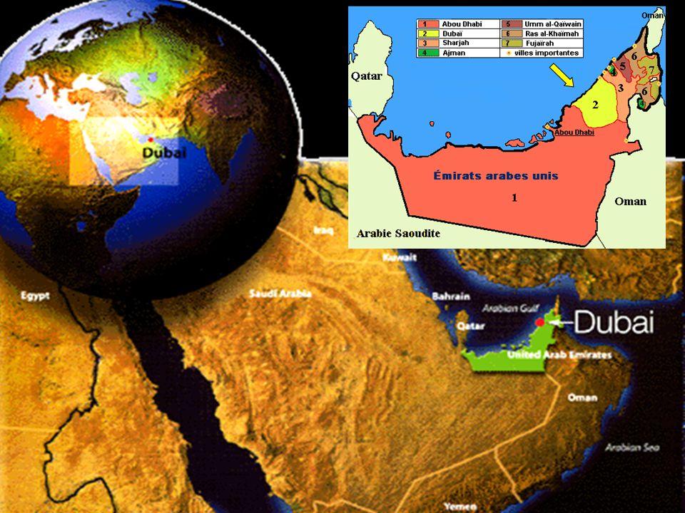 Dubaï devient en 1971 l'un des 7 émirats de l'EAU (Emirats Arabe Unis), il est gouverné, depuis le 4 janvier 2006, par l'Emir Mohammed ben Rached al Maktoum Superficie 3.885 km² (1,5 x Luxembourg) 75% du territoire est recouvert par le désert Population : 265.702 (1980), 669.181 (1995), 1.186.867 (2006), + de 1.400.000 pour 2011 En 2003, 84% de la population était immigré et 71% des hommes.