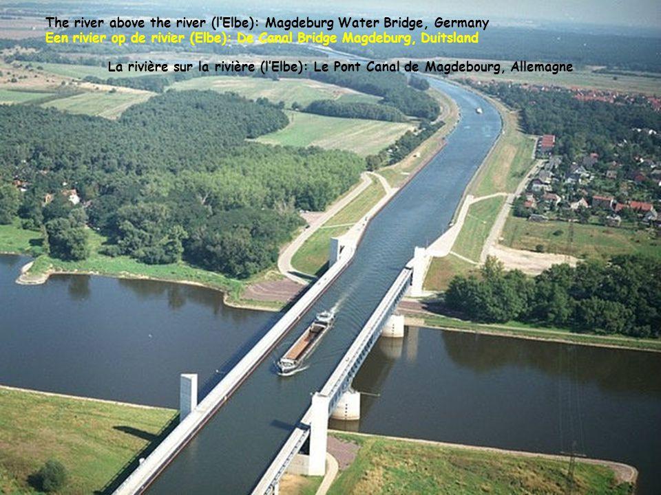 The river above the river (l'Elbe): Magdeburg Water Bridge, Germany Een rivier op de rivier (Elbe): De Canal Bridge Magdeburg, Duitsland La rivière sur la rivière (l'Elbe): Le Pont Canal de Magdebourg, Allemagne