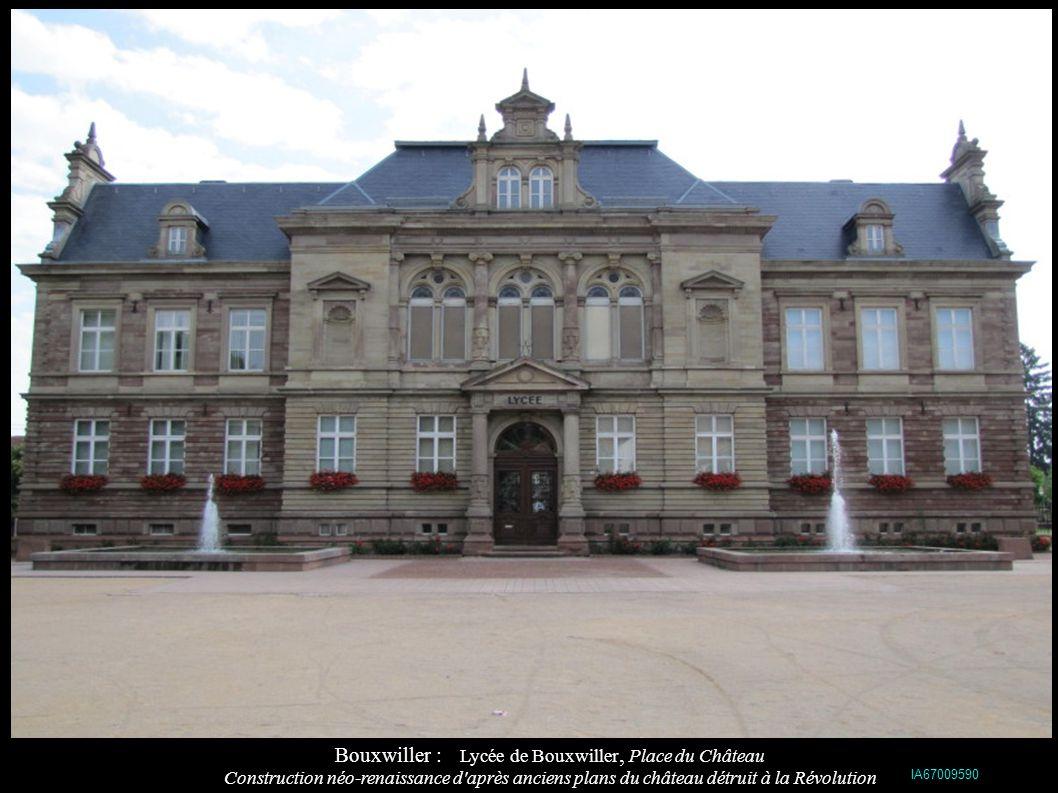 Bouxwiller : Poste de Bouxwiller, sur l ancien emplacement des écuries du Comté de Hanau-Lichtenberg (1688) IA67009691