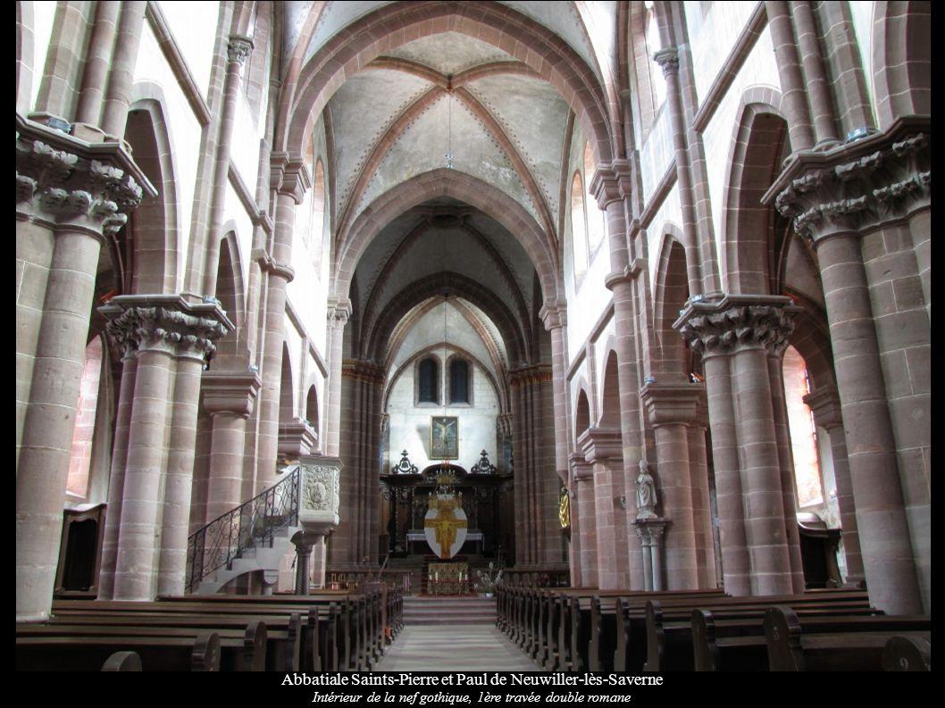 Abbatiale Saints-Pierre et Paul de Neuwiller-lès-Saverne Voûtes et croisée d ogives gothiques, piliers romans au premier plan