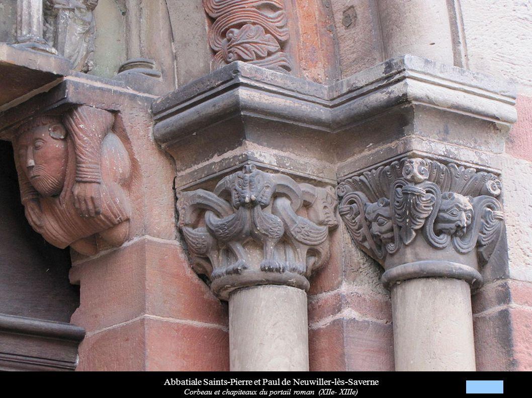Abbatiale Saints-Pierre et Paul de Neuwiller-lès-Saverne Corbeau et chapiteaux du portail roman (XIIe- XIIIe)