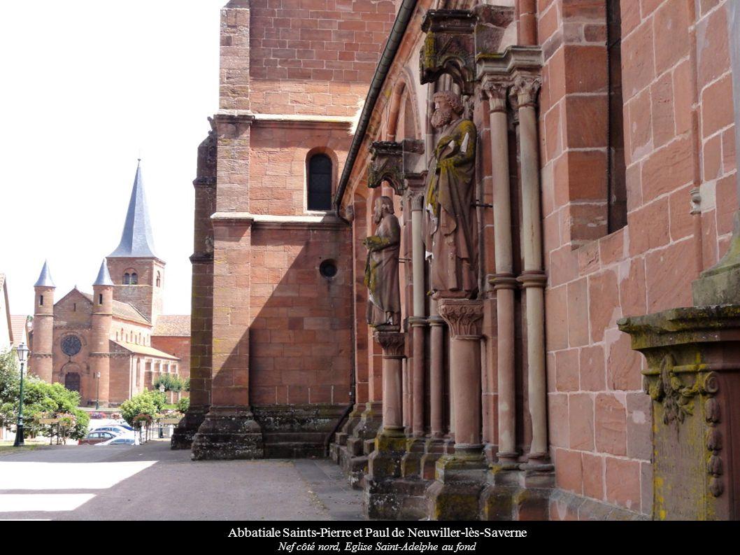 Abbatiale Saints-Pierre et Paul de Neuwiller-lès-Saverne Rosace du transept roman nord, corbeaux romans
