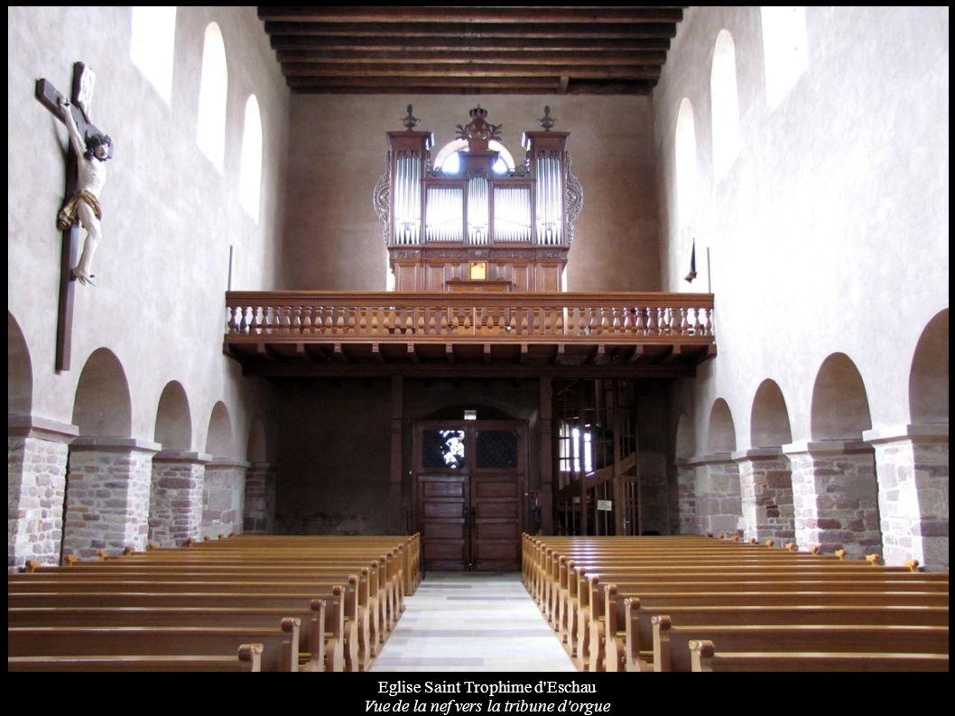 Eglise Saint Trophime d'Eschau Vue de la nef vers la tribune d'orgue