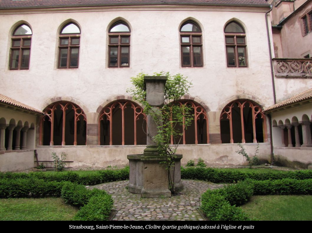 Strasbourg, Saint-Pierre-le-Jeune, Cloître (partie gothique) adossé à l'église et puits