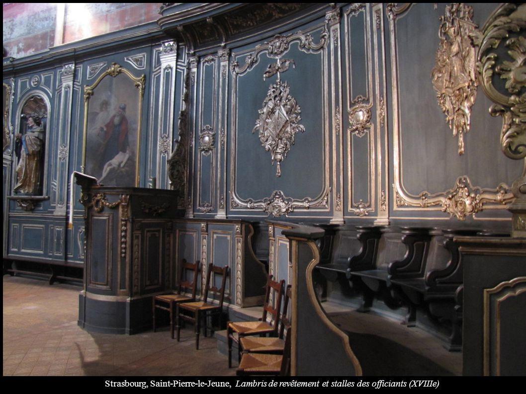 Strasbourg, Saint-Pierre-le-Jeune, Lambris de revêtement et stalles des officiants (XVIIIe)