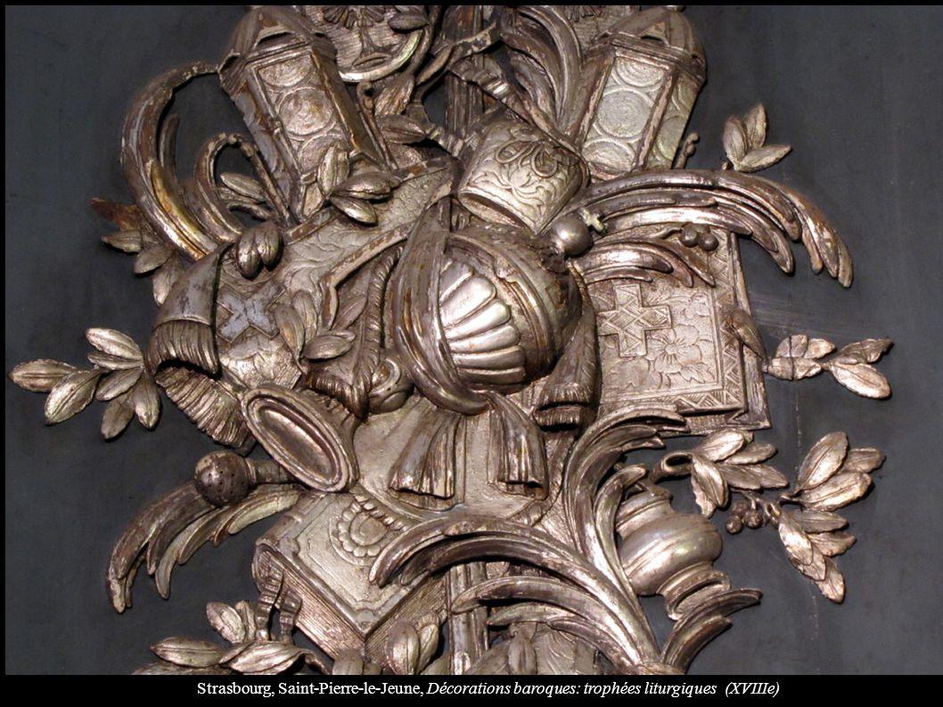 Strasbourg, Saint-Pierre-le-Jeune, Décorations baroques: trophées liturgiques (XVIIIe)
