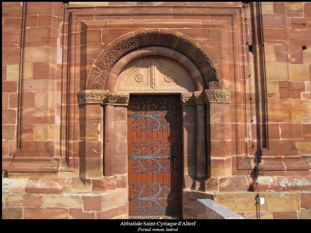 Abbatiale Saint-Cyriaque d Altorf Détail des chapiteaux et de la voussure du portail roman