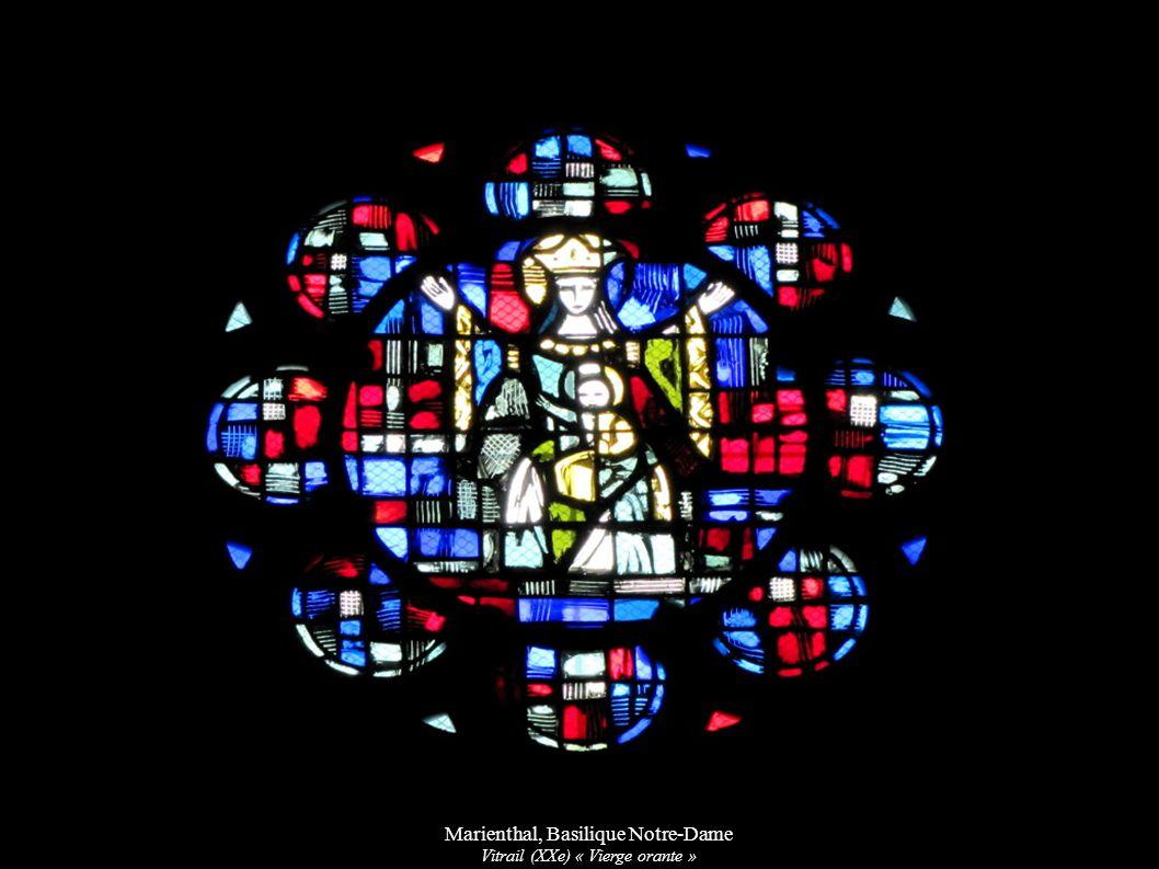 Marienthal, Basilique Notre-Dame Vitrail (XXe) « Vierge orante »