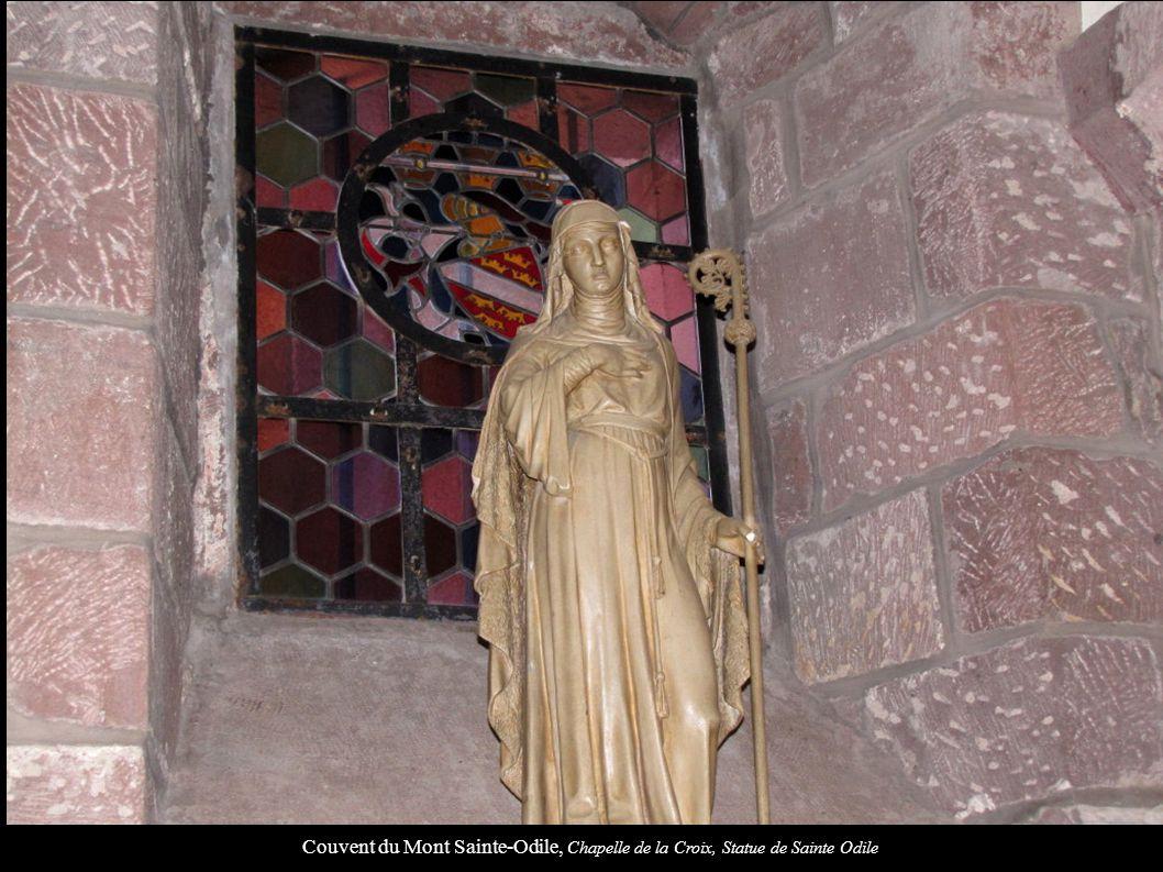 Couvent du Mont Sainte-Odile, Chapelle de la Croix, Statue de Sainte Odile