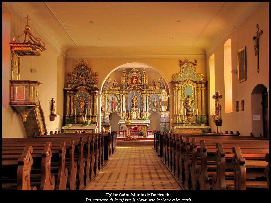 Eglise Saint-Martin de Dachstein Vue intérieure de la nef vers le chœur avec la chaire et les autels