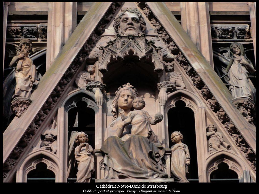 Cathédrale Notre-Dame de Strasbourg Gable du portail principal: Vierge à l'enfant et mains de Dieu