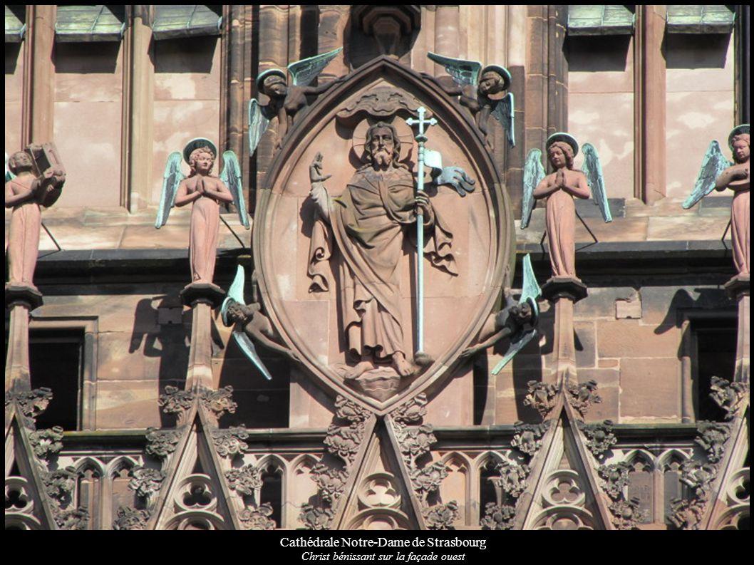 Cathédrale Notre-Dame de Strasbourg Christ bénissant sur la façade ouest