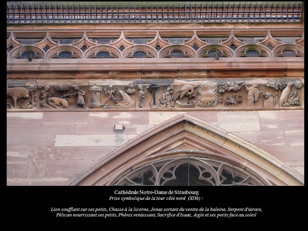 Cathédrale Notre-Dame de Strasbourg Frise symbolique de la tour côté nord (XIVe) : Lion soufflant sur ses petits, Chasse à la licorne, Jonas sortant du ventre de la baleine, Serpent d airain, Pélican nourrissant ses petits, Phénix renaissant, Sacrifice d Isaac, Aigle et ses petits face au soleil