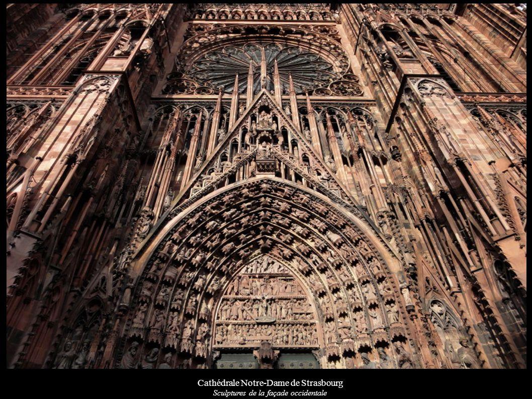 Cathédrale Notre-Dame de Strasbourg Tympan du portail gauche du transept sud « Dormition de la Vierge »