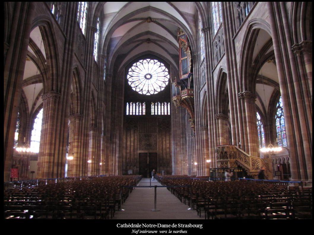 Cathédrale Notre-Dame de Strasbourg Nef intérieure vers le narthex