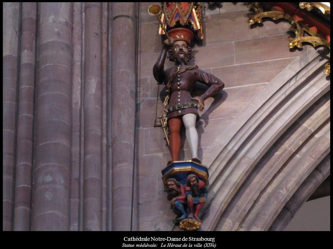 Cathédrale Notre-Dame de Strasbourg Statue médiévale: Le Héraut de la ville (XIVe)