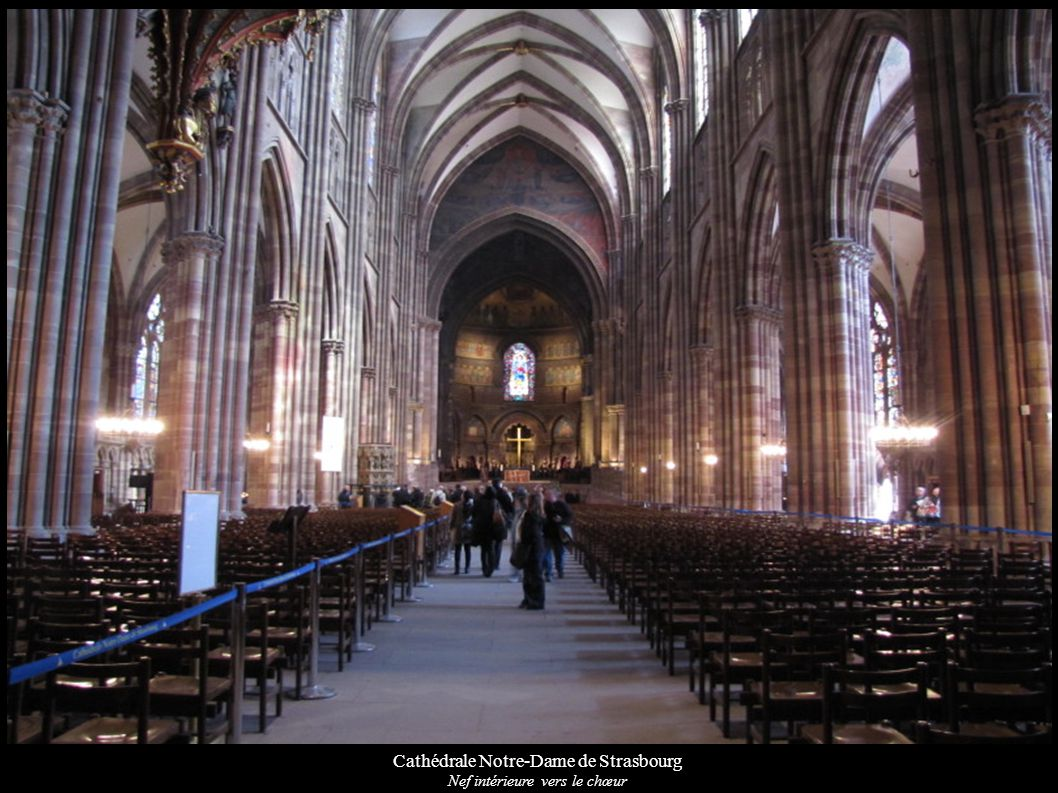 Cathédrale Notre-Dame de Strasbourg Chœur avec fresques (XIXe) et verrière « Vierge orante » (XXe)