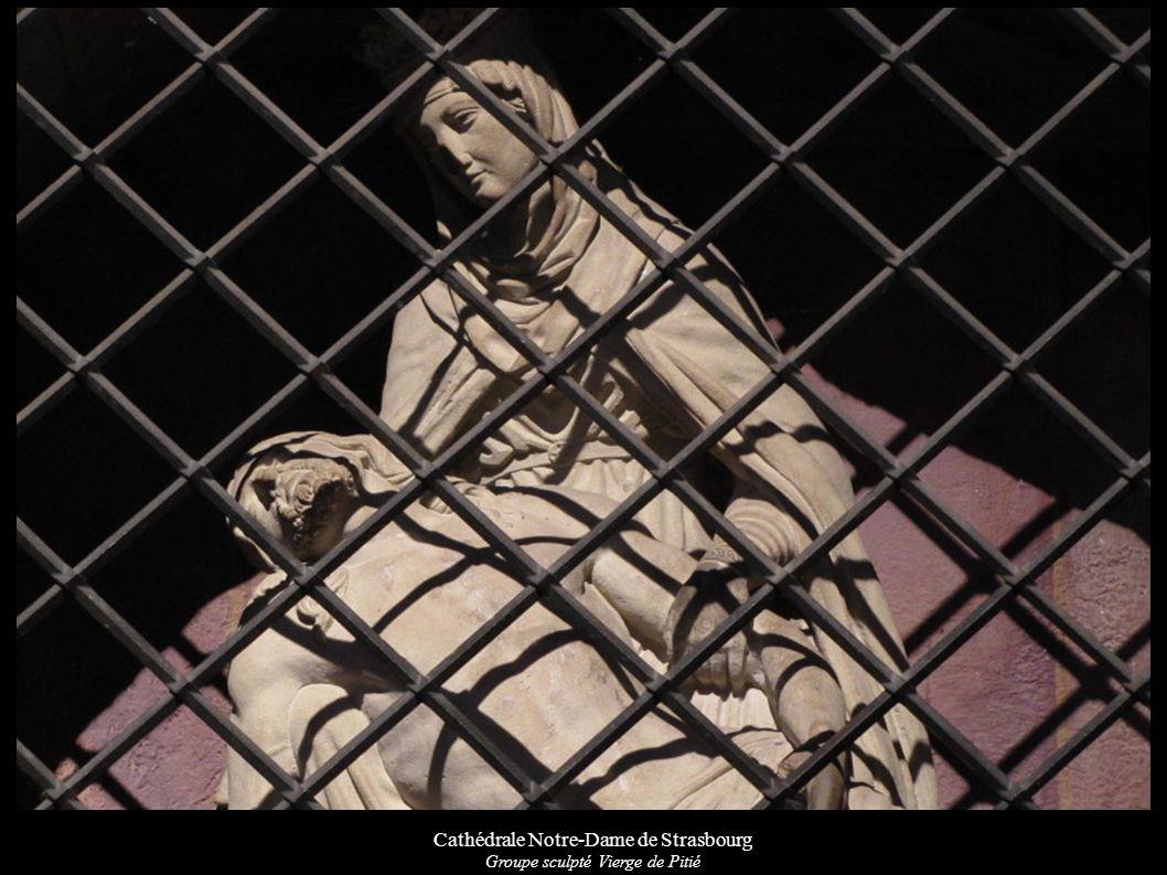 Cathédrale Notre-Dame de Strasbourg Groupe sculpté Vierge de Pitié