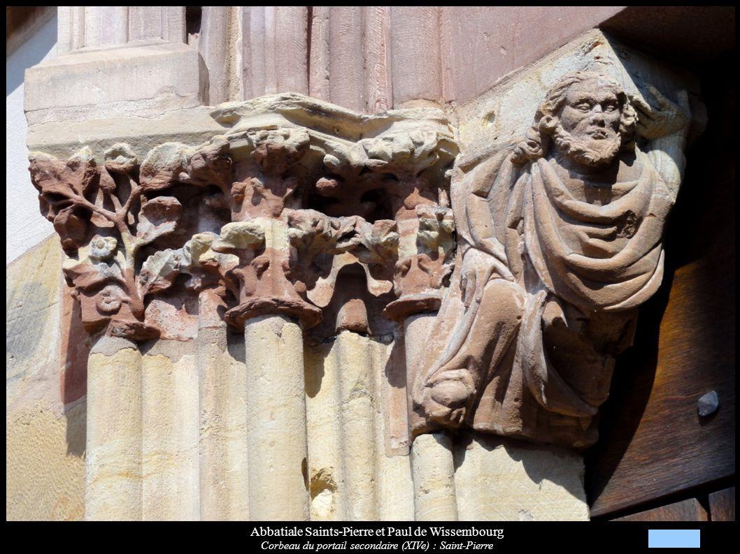 Abbatiale Saints-Pierre et Paul de Wissembourg Corbeau du portail secondaire (XIVe) : Saint-Pierre