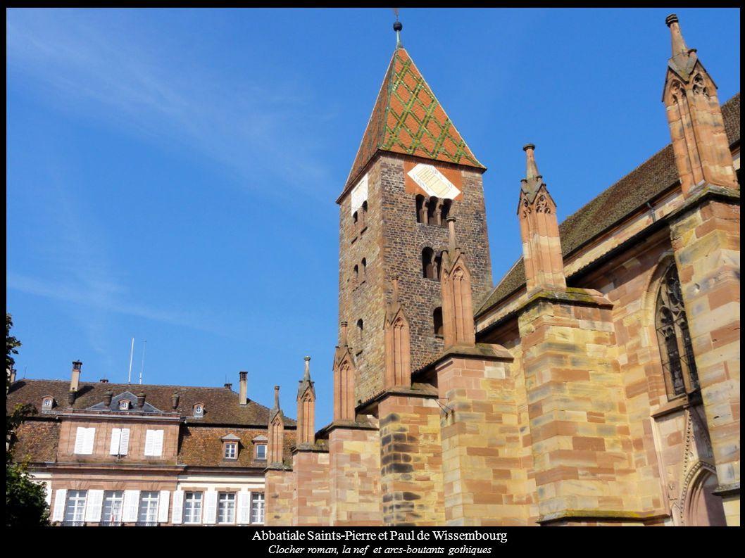 Abbatiale Saints-Pierre et Paul de Wissembourg Fonts baptismaux (XVIIe) et Fresque « Groupe de Saints » (XIVe)