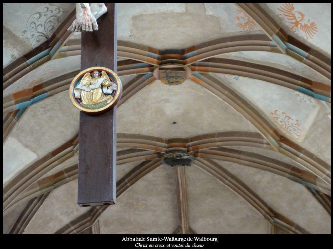 Abbatiale Sainte-Walburge de Walbourg Christ en croix et voûtes du chœur
