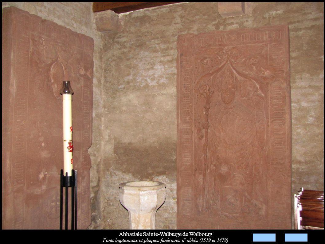Abbatiale Sainte-Walburge de Walbourg Fonts baptismaux et plaques funéraires d' abbés (1519 et 1479)